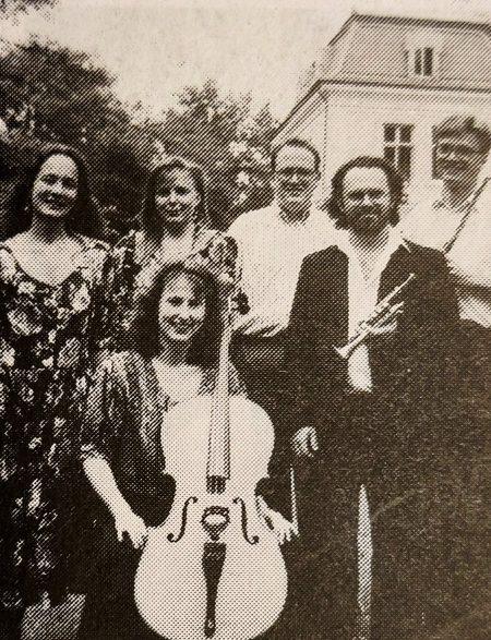 Storstrøms Kammerensemble foran Liselund 1991